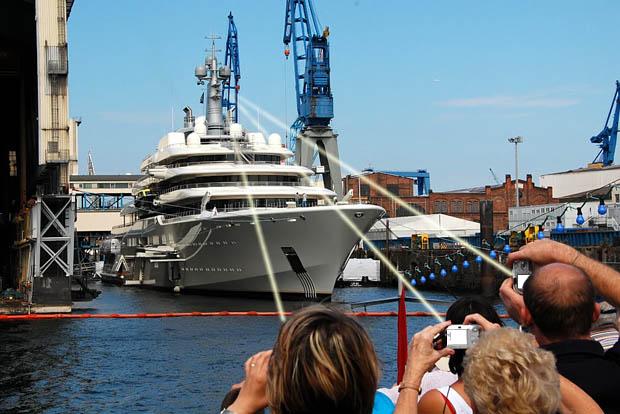 Digitális géppel nem lehet fotózni Abramovich jachtját