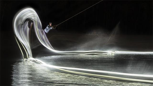 Red Bull Illume – Fényfestés wakeboarddal