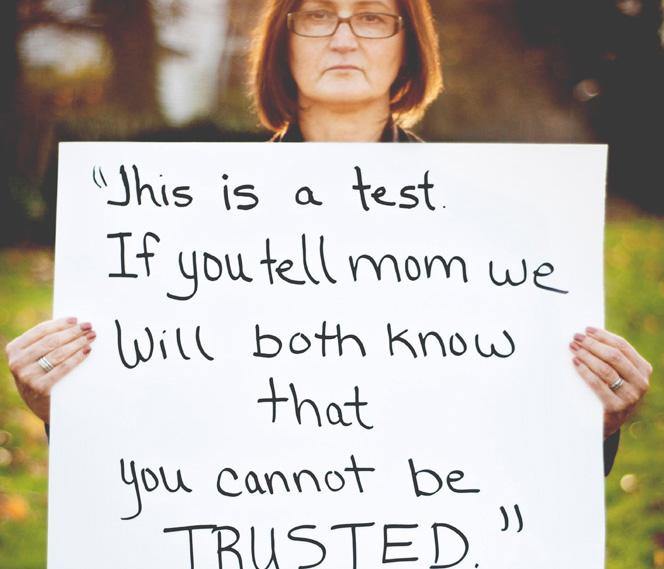 Fotó terápia- áldozatok a támadójuk által mondott mondatokkal