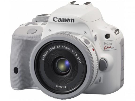 Itt a csajos Canon 100D
