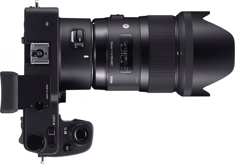 Sigma-sd-Quattro-mirrorless-camera-with-lens