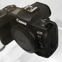 Mit sugall az EOS R5 a Canon mirrorless terveiről?